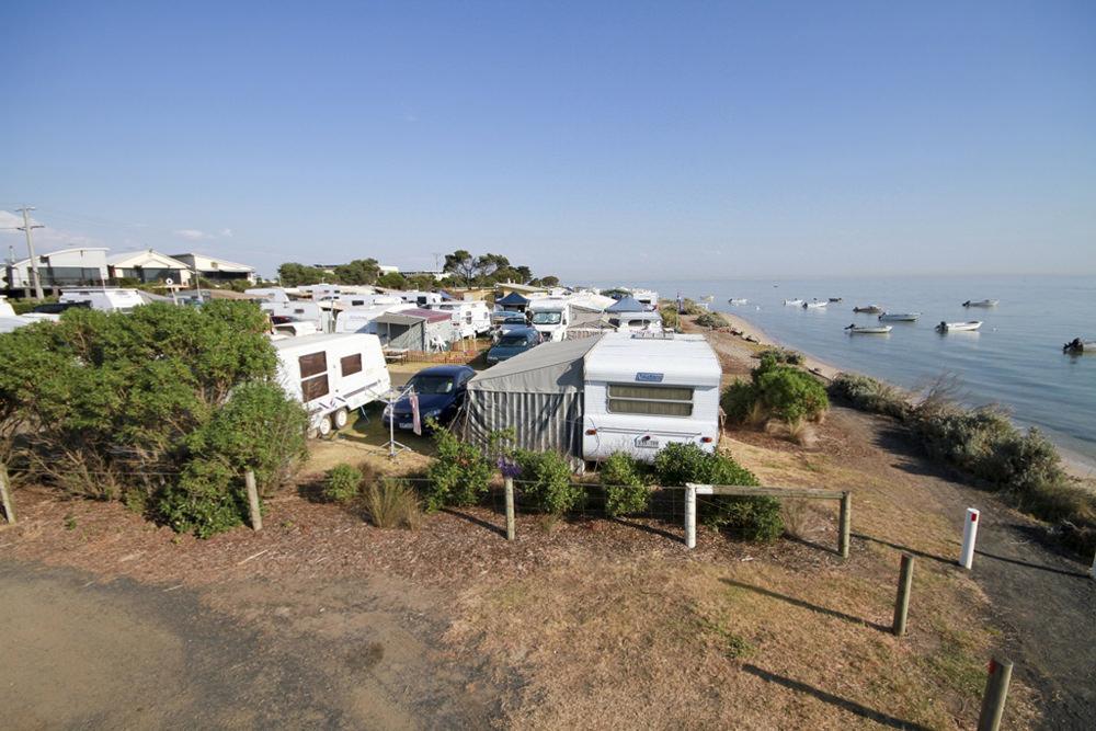 beachfront_caravans_2
